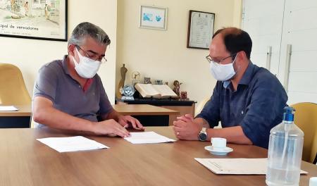 Prefeito entrega projeto que busca aprovação da aquisição de vacinas